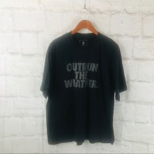 Men's Black outrun the weather Tee M08